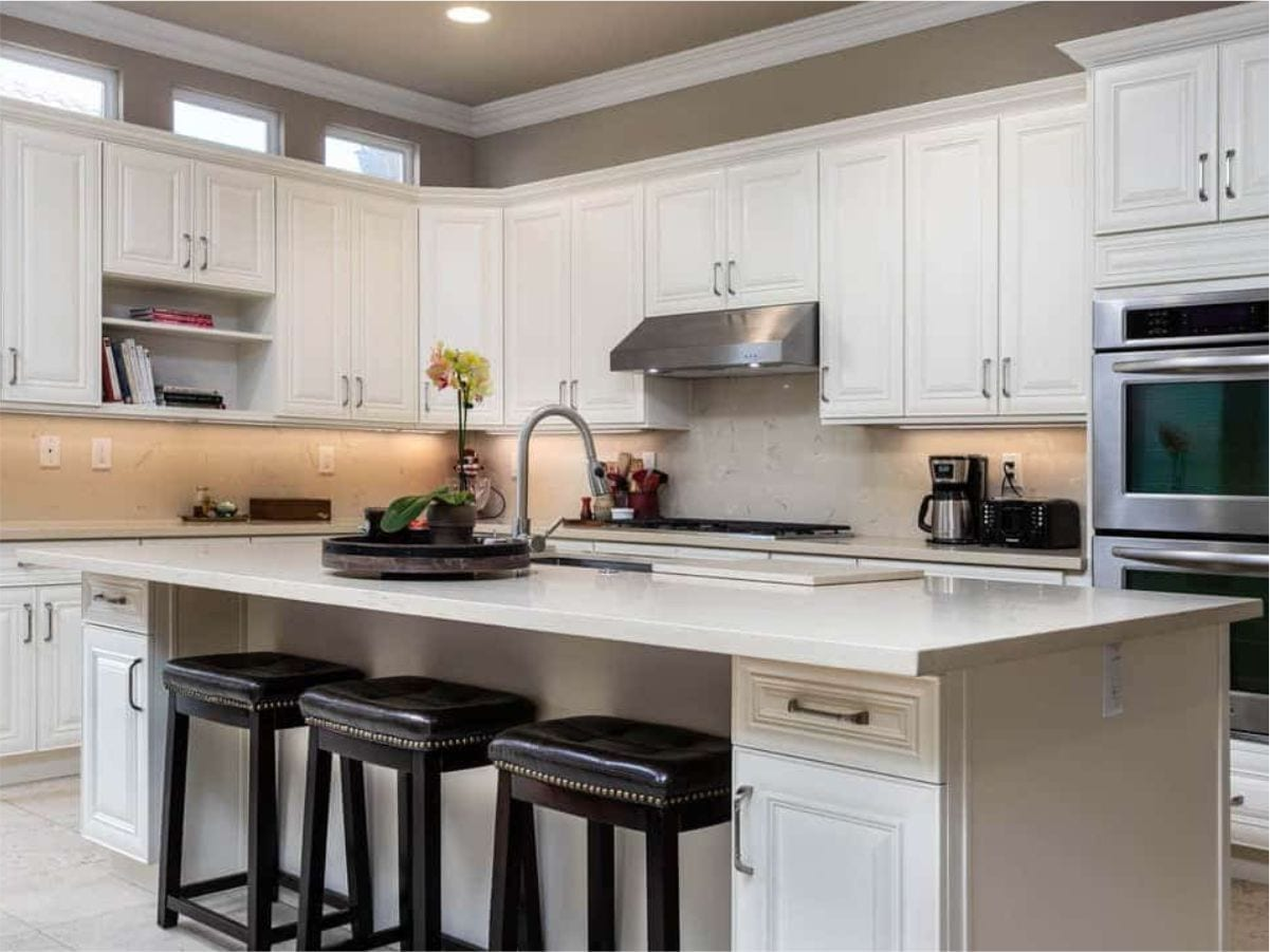 Supreme International USA Shaker Antique White Kitchen Cabinets Buy in Tampa Orlando at lowest price